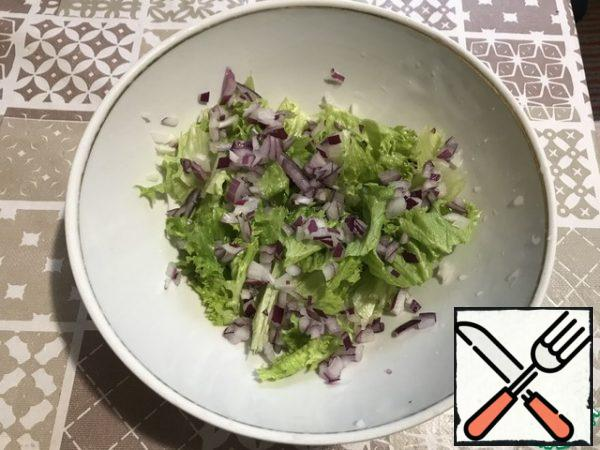 Finely chop the onion and put it on top of the salad.