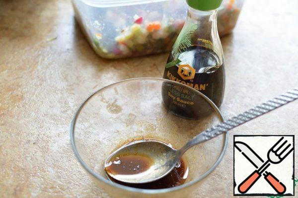 For the dressing, mix the ingredients, pour over the salad, stir and cool in the refrigerator for 30 minutes;