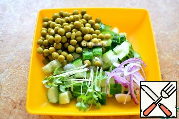 The size of a toast, cut cucumbers, add sprouts, peas, onions-in thin half rings;
