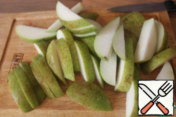 Cut the pears into slices. You can pre-peel them if you don't like them with the peel.