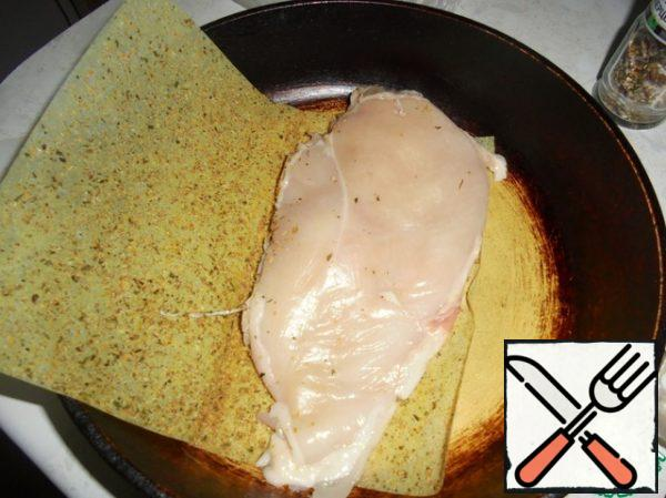 Beat the chicken breast to a thickness of 1.5-2 cm, put it in a dry frying pan on half a sheet for roasting.
