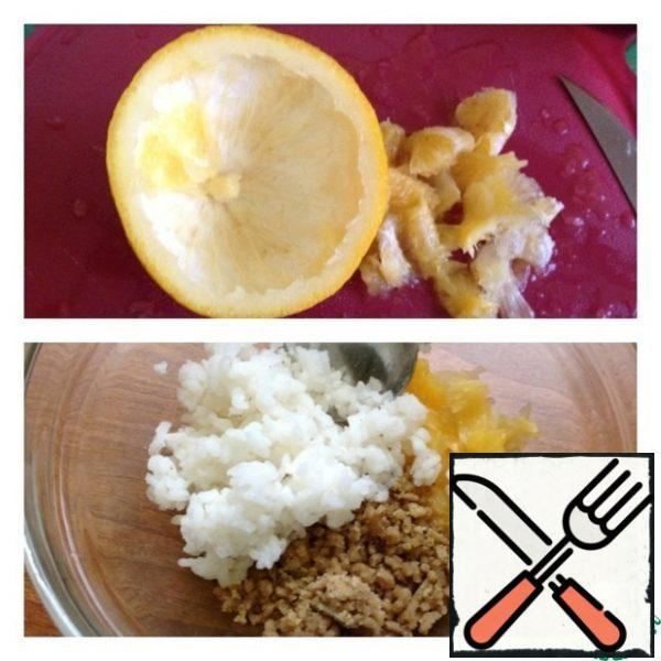 Wash a large orange and cut it in half. With the help of a knife and spoon to remove the pulp of the orange and cut into cubes. In a salad bowl, put the diced orange, roll the nuts through a meat grinder or use a blender. Pre-cook the rice ( see the instructions on the package) and cool.
