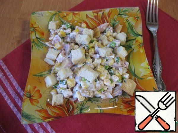 Add mayonnaise, do not need much, add salt to taste (I did not salt at all), mix, put in a salad bowl and sprinkle the remaining crackers on top.