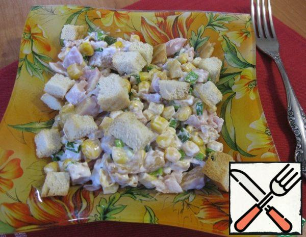 Salad with Chicken, Corn and Crackers Recipe