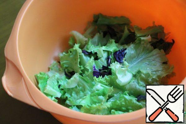 Wash the salad, dry it, and cut it into pieces.