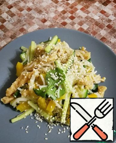 Before serving, you can decorate the salad with sesame seeds. Bon Appetit!