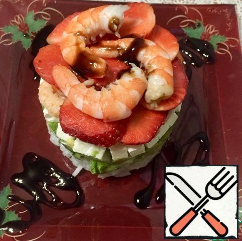 Rice, celery, avocado, cheese, shrimp. Top layer of sliced strawberries.