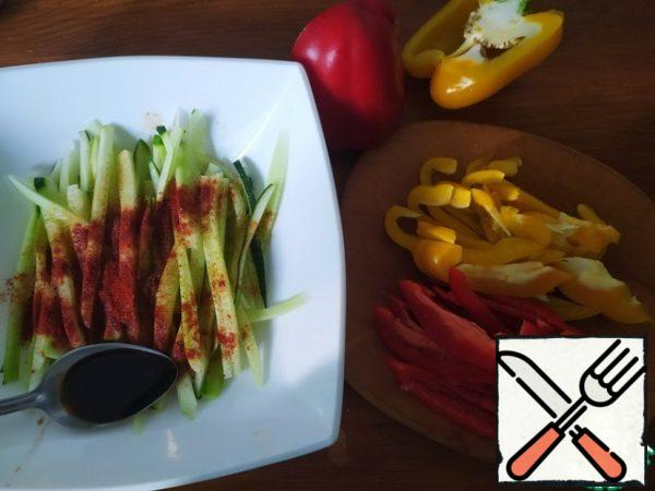 Add sugar, soy sauce, lemon juice, hot pepper, paprika and mix. Cut the pepper into strips.