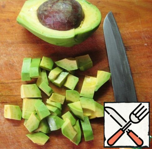 Peel the avocado and cut it into small pieces.