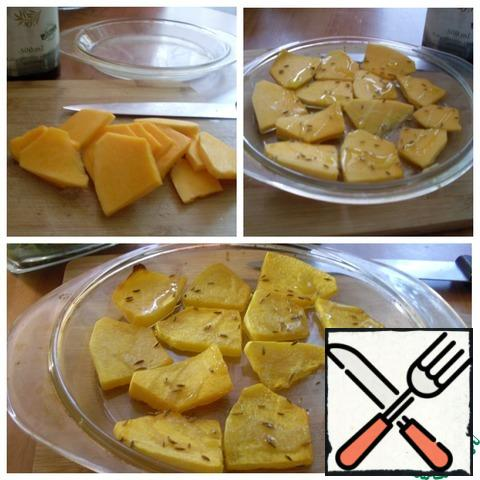 Peel a piece of pumpkin from the skin and seeds, cut into thin pieces, pour oil, sprinkle with salt and Provencal herbs. Bake in the oven for 7-10 minutes at T-180 C until soft.