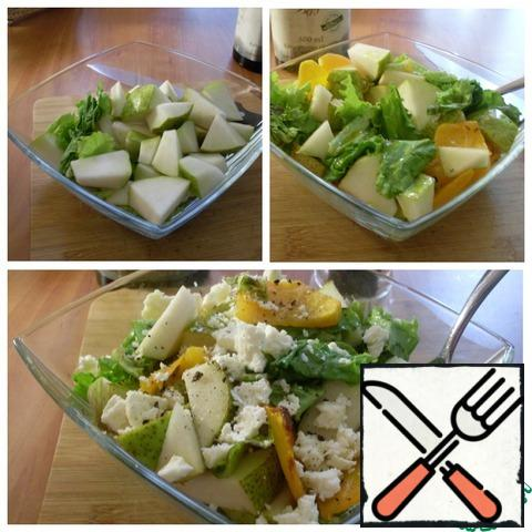 Cut the pear into pieces, tear the salad leaves with your hands. Put everything in a salad bowl and crumble a piece of cheese. Add salt to taste and season with olive oil. Mix well. If desired, pepper with black freshly ground black pepper.
