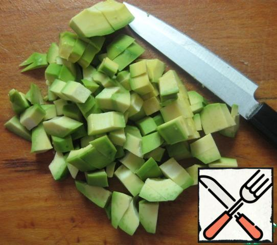 Cut the avocado into small pieces and add to the rest of the salad ingredients.