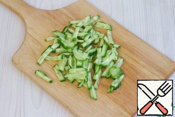 Cucumber (1 pc.) chop into strips.