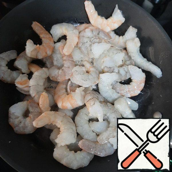 Peel the shrimps, wash them, and fry them quickly. You can take ready-made shrimp.