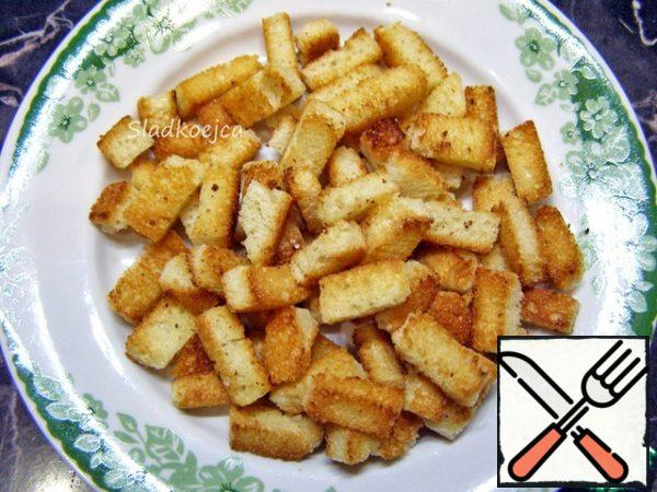 Pour into a preheated dry frying pan and, stirring, fry until golden brown. Cool down. These are the crackers you get.