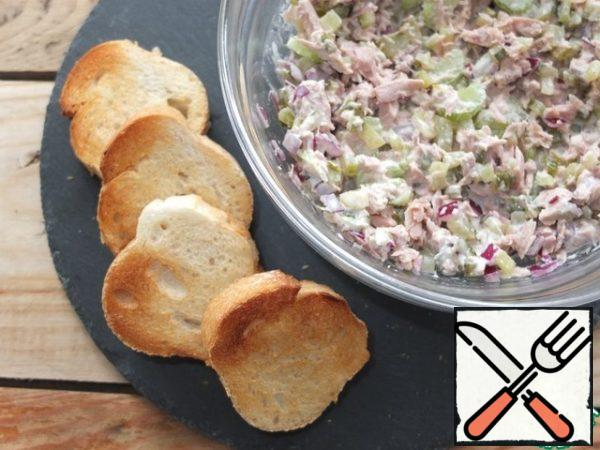 Cut the baguette and dry it in a frying pan or in a toaster. Spread the appetizer on a crispy baguette and serve.