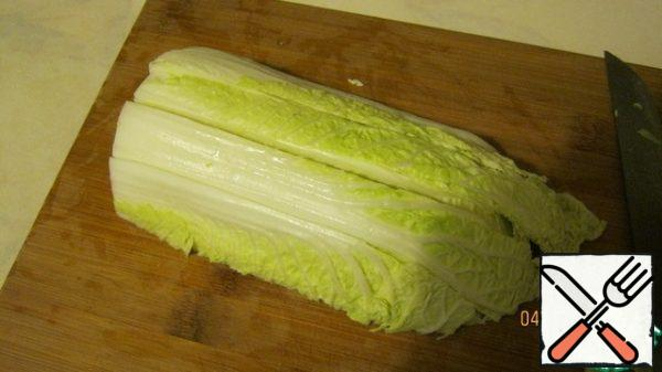 Chinese salad (Chinese cabbage) - 1 forks, my, let it rip. I first divide the forks into 2 parts, then make a 3-4-section cut across,