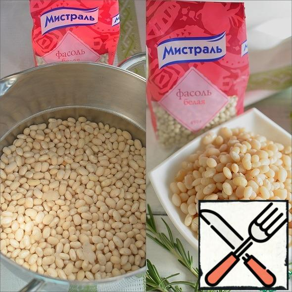 Fill the beans with cold water and leave them overnight. In the morning, rinse and boil until tender. Add salt at the very end of cooking. Drain the water.