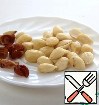 Pour a handful of almonds with hot water for 2 minutes and peel them.