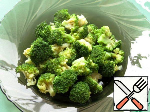 Broccoli is boiled in salted water for 5 minutes.