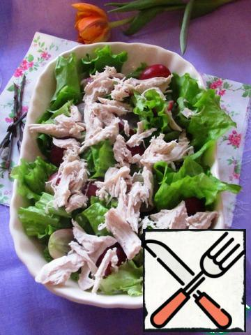 Chicken breast is disassembled into fibers or cut into small pieces. Add to the salad.