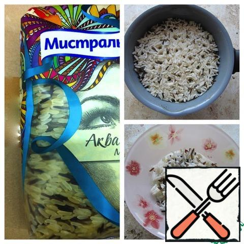 To prepare a snack, I use rice boiled according to the instructions on the package (a mixture of steamed and wild rice).