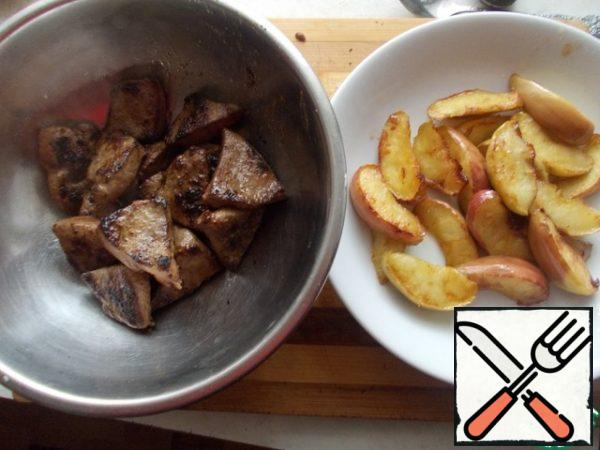 Heat the oil in a frying pan, fry the apples on both sides at once, until the caramel begins to stand out. Then in the same oil, fry the liver over a low heat, but do not over-dry it, it should remain soft. I didn't add salt, but the soy sauce dressing was enough for me.