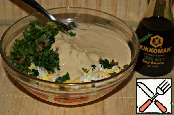 Mix eggs, chopped celery, chopped herbs and capers. Season the salad with a mixture of yogurt, soy sauce and curry.
