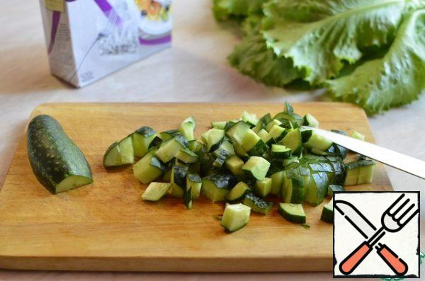 Wash the cucumber and cut it into cubes.