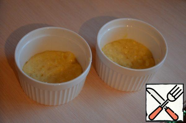 Add the whipped protein, mix, bake at a temperature of 180-200C for 15-20 minutes.