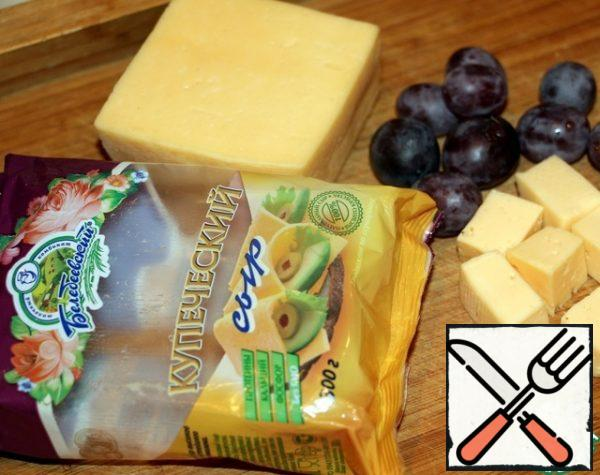 Cut the cheese into cubes the size of grapes.