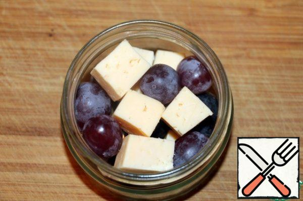 Put the cheese and grapes in a jar.