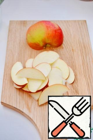Cut the apple into thin slices.
