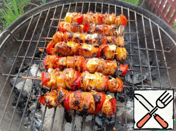 Grease the skewers with Teriyaki soy sauce and fry for 1-2 minutes on all sides.
