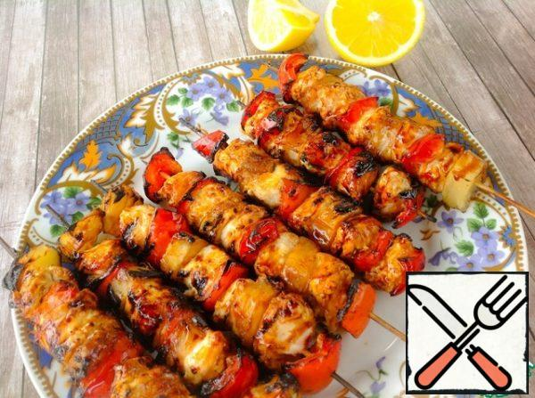 Submit immediately. If desired, pour the skewers with freshly squeezed lemon juice.