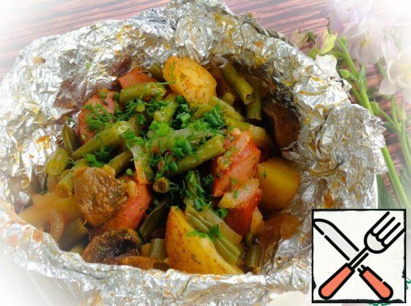 Serve the finished potatoes immediately, sprinkled with finely chopped herbs.