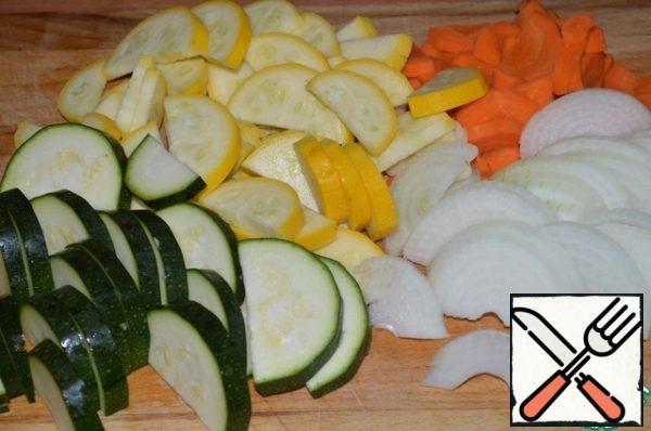Zucchini, carrot, onion and garlic cut into half rings.