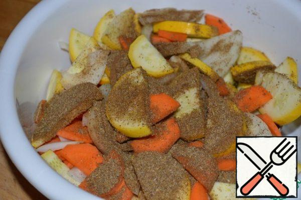 Put the chopped vegetables in a deep bowl, sprinkle with Korean carrot seasoning and mix.