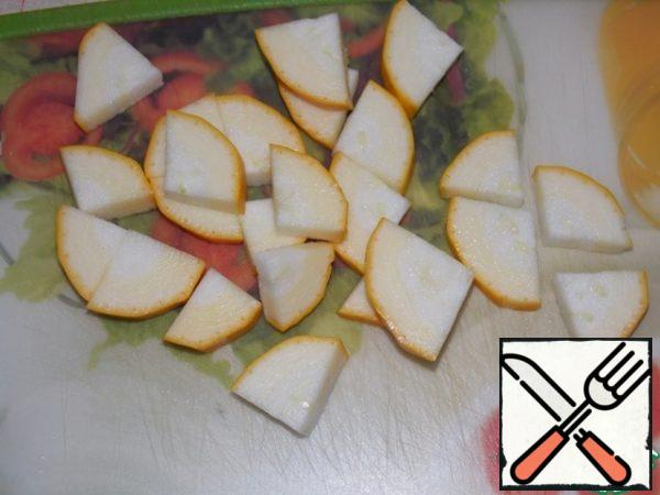 Zucchini (I took yellow) cut into medium slices.