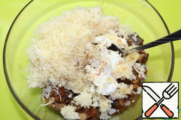 Add grated cheese and mashed feta. Stir, add salt and pepper to taste.