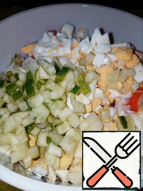It's very simple!!! Cut the ingredients into medium cubes.