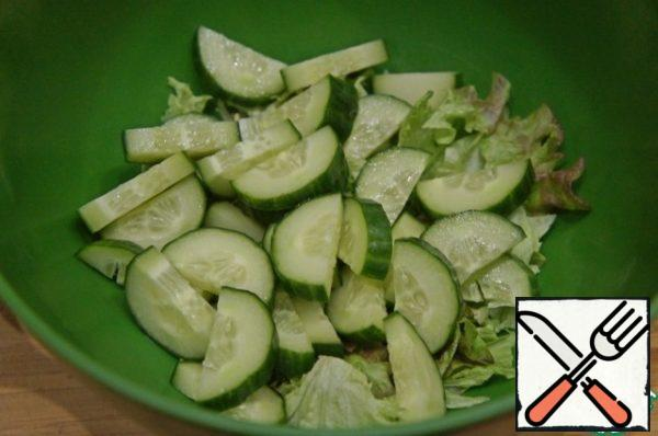 Cut the cucumber into half rings and put it in a bowl.