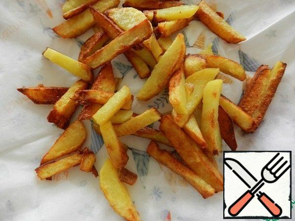 Fry the potatoes in a pan in one layer until tender. Place on a napkin to remove excess oil.