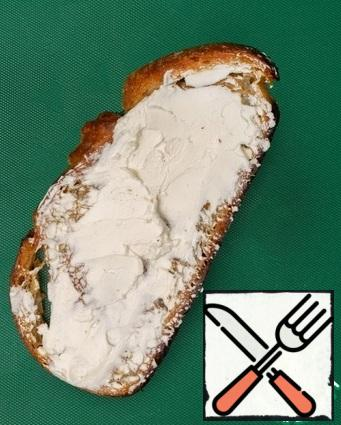 Fry the bread in a mixture of butter and olive oil. Cool down. Then spread the curd cheese in a thick layer.