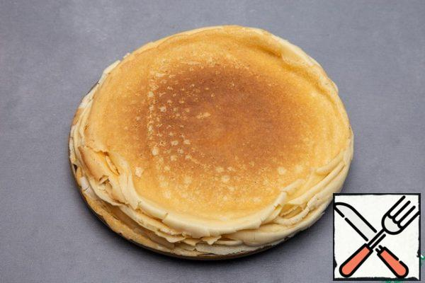 Bake thin pancakes in a thin pan. About 15-20 pancakes with a diameter of 25 cm.