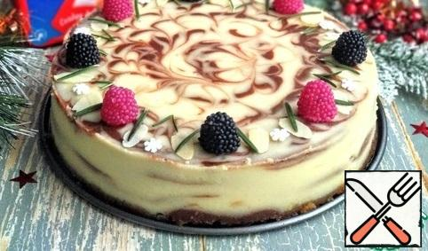 Before serving, decorate the cheesecake as desired