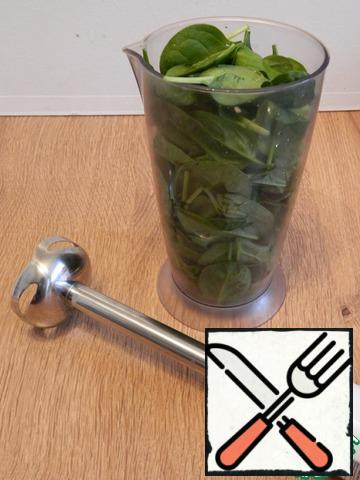 Chop the spinach with a blender.