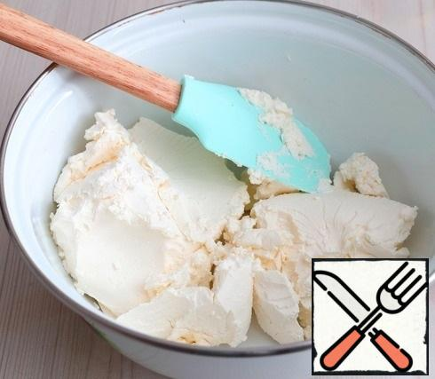 For the filling cream:Add the curd cheese to the bowl.