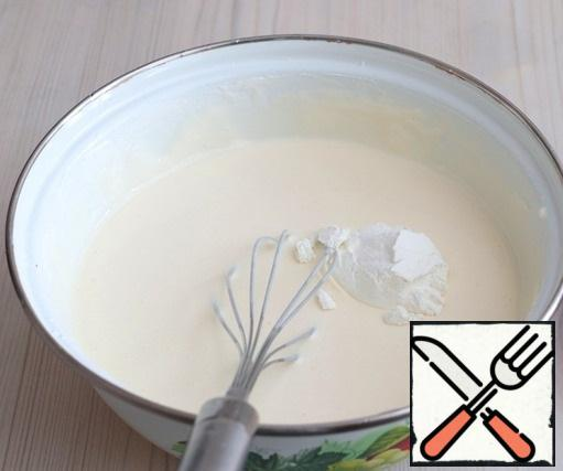 Then add 1 tablespoon of starch and lemon juice (1 tablespoon). Beat the mixture with a whisk until smooth and smooth.