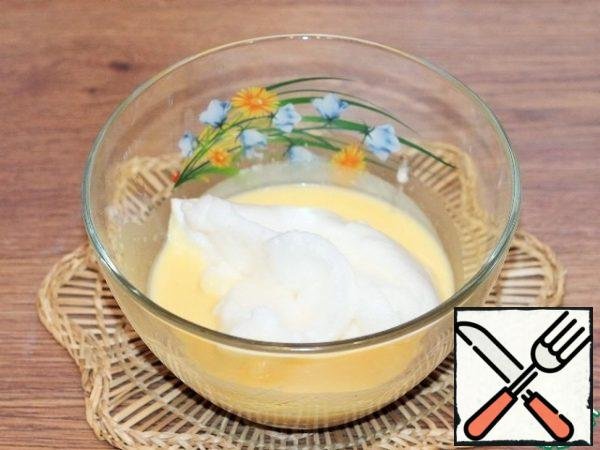 Grease the baking molds with butter and spread out the souffle, filling them with 2/3 of the volume. Bake in the preheated oven in hydro mode for 12-15 minutes.